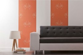 Le sticker textile habille les pans de murs, que ce soit derrière un canapé, un meuble TV, etc.